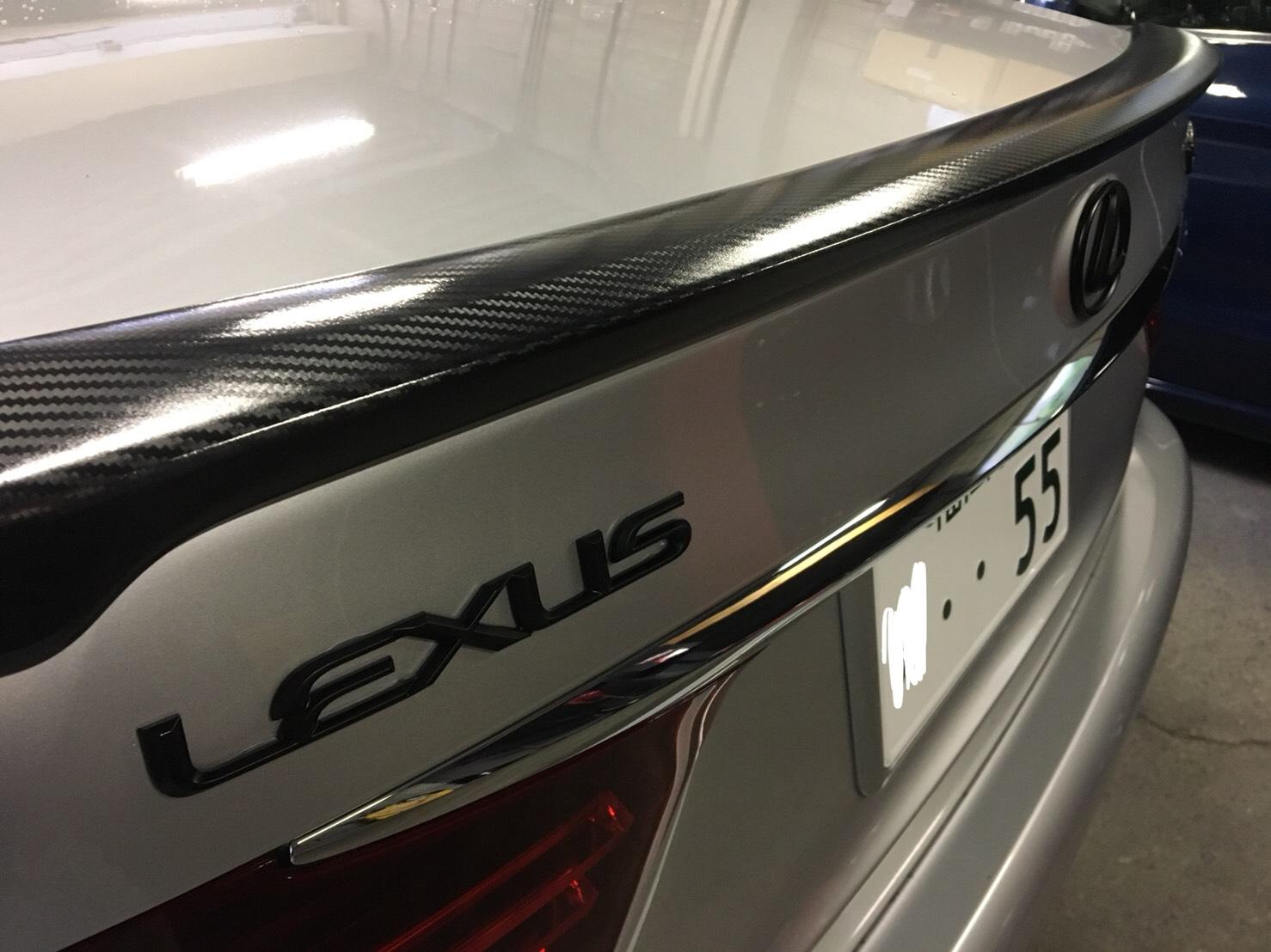 レクサスのカスタム!H25年式のLS460Fスポーツのカーボンラッピングと車高調整