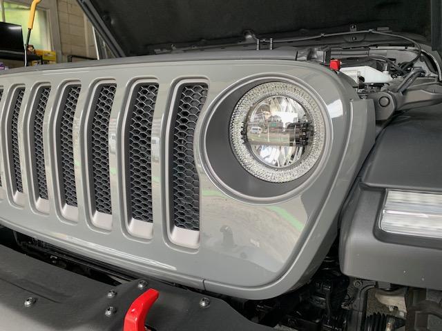 Jeep Wrangler Rubicon ヘッドライトユニット交換